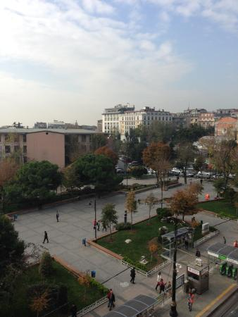 Esra Sultan Petrol Hotel: View of Square