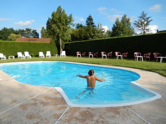 B timent principal photo de le chalet de la foret - Hotel en foret noire avec piscine ...
