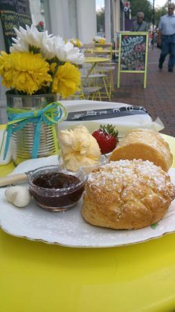 Neates Cakery: The scrumptious cream tea!
