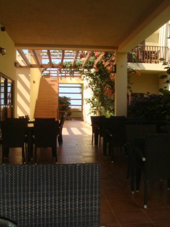 Hotel Sabura Ponta Preta : Outside restaurant area