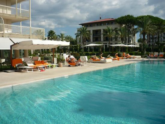 Pool area - Picture of UNA Hotel Versilia, Lido Di Camaiore ...
