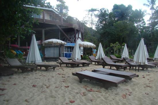 Koh Chang Cliff Beach Resort: пляж