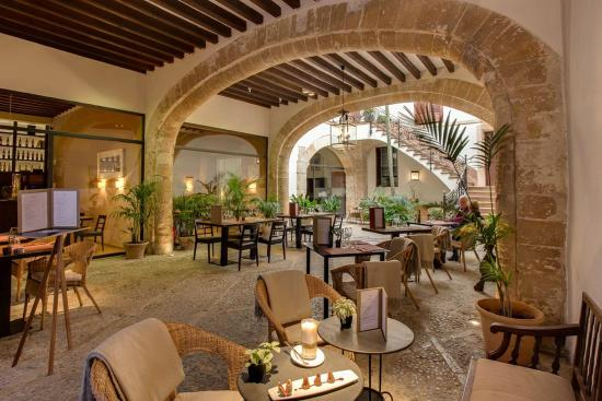 Boutique Hotel Can Cera: Inner patio