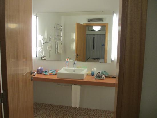 Vilar do Golf : Main bathroom