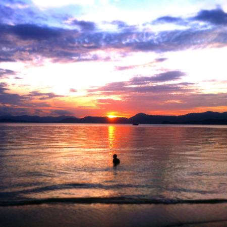 The Naka Camp Hostel: Sunset swimming