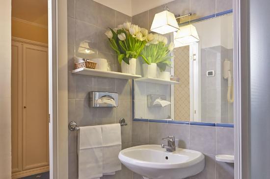 Hotel Napoleon: bathroom double room