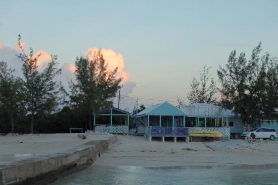 Coral Reef Bar and Grill: Coral Reef at Sunset