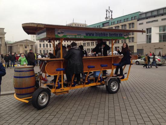 ‪Berlin City Tours - Beer Bike Tour‬