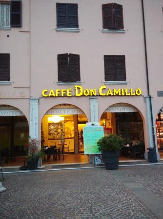 Caffe Don Camillo: Esterno