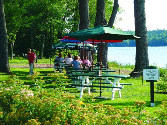 Poland Spring Resort: Dockside outdoor dining