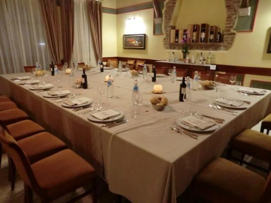Ristorante Vignal: tavolo preparato per l'occasione