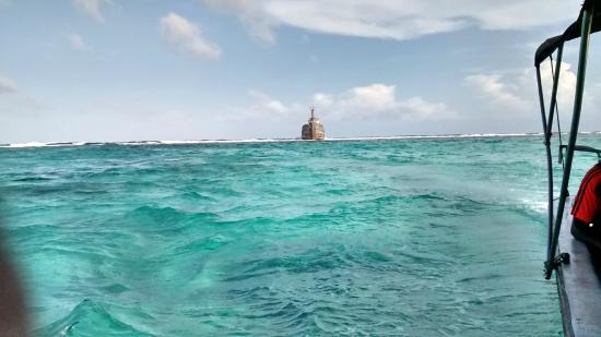 San Andres Diving & Fishing: Barco encallado