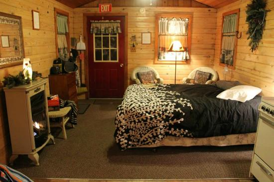 Forest Ridge Campground & Cabins: Inside the Adirondack, viewed from the bathroom to the front door.  The kitchenette is on the ri