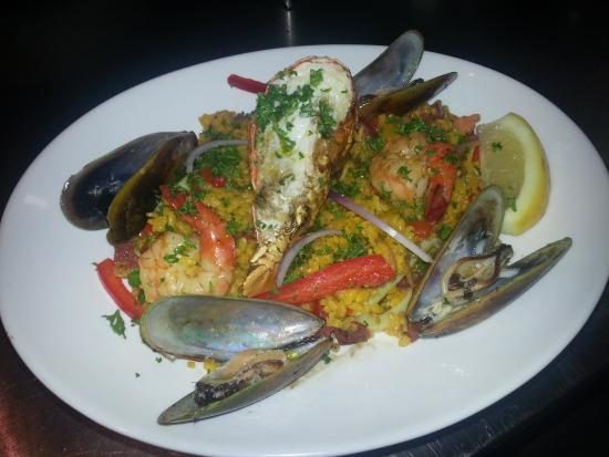 Alegria seafood bar: seafood paella