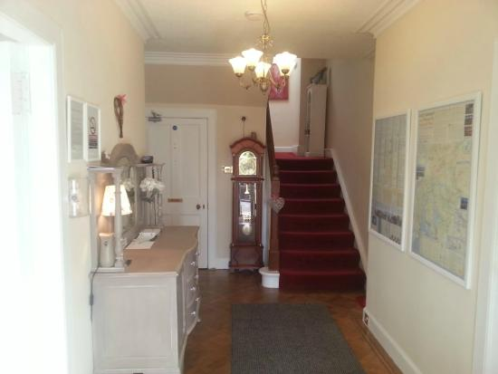 Westcot Bed & Breakfast: Entrance Hall