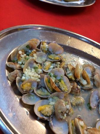 End Of The World Seafood: La la had crabs inside ...in-edible crabs so please check before eating