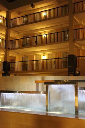 Embassy Suites by Hilton Cleveland - Beachwood : Blick auf die Zimmer