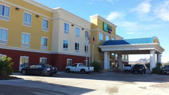 Holiday Inn Express & Suites Alpine Southeast: Out Front