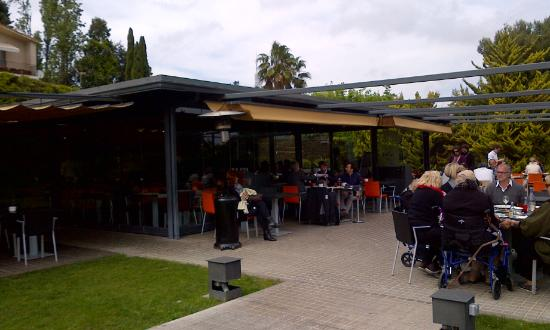 Lovely lunch picture of el jardi de l 39 abadessa for El jardin de l abadessa