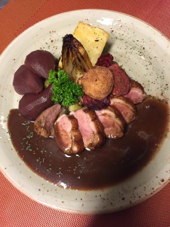 Brasserie A-muse: Eendenborst met een sausje van stoofpeer en wildgarnituur