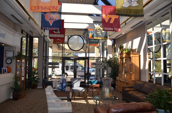 Chapel Hill University Inn: hotel lobby