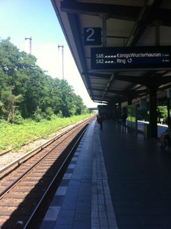 enjoy hotel Berlin City Messe: Платформа S-Bahn