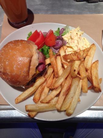 Bugsy's : Double Bacon Cheesburger con patate e insalata (a parte!!!!!!)