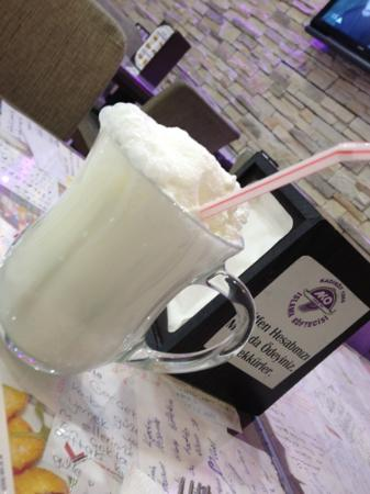Pendik District, Turquie : Ayran,very special yogurt drink prepared at the house