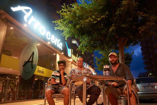 A banda arroceria: Перед входом