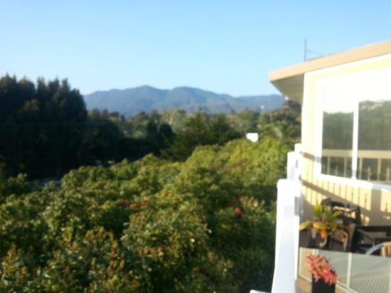 Malibu Country Inn: A view from the balcony