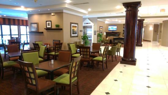 Hampton Inn Charleston North: Breakfast Seating Area