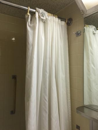 Kahler Grand Hotel : used washcloth on shower curtain