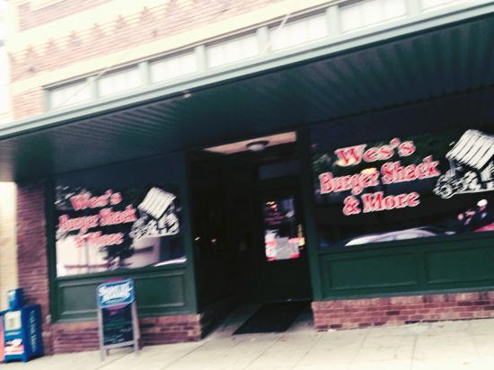 Wes' Burger Shack: Front Door