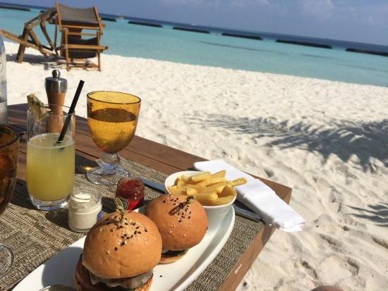 Constance Moofushi : Lunch in der Totem Bar.