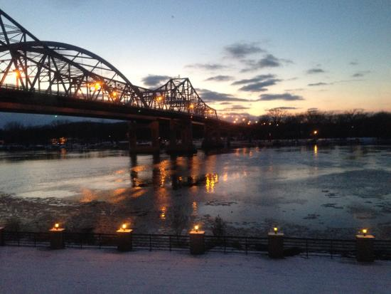 Courtyard La Crosse Downtown/Mississippi Riverfront: River view from 2nd Floor King room