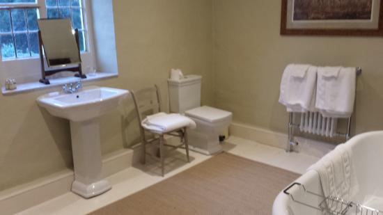 Whitton Hall: New bathroom