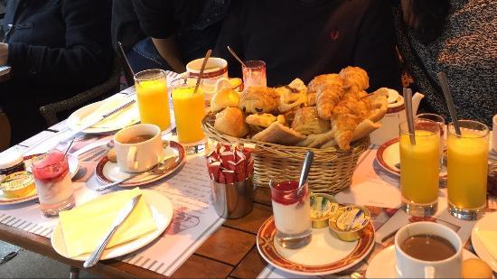 Dupont avec un thé : Petit déjeuner garni