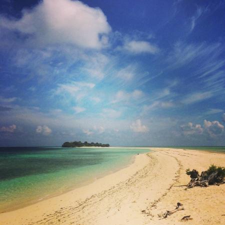 The Reef Dive Resort: Walk way to Little Mataking