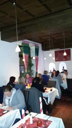 Restaurant Aangan: Traditionelle Umgebung Indiens, was zu erwarten ist, findest du hier!