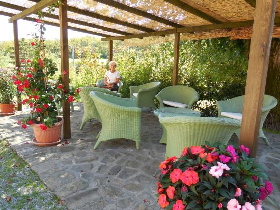 Agriturismo Casa Ressia: Sitting area overlooking the countryside
