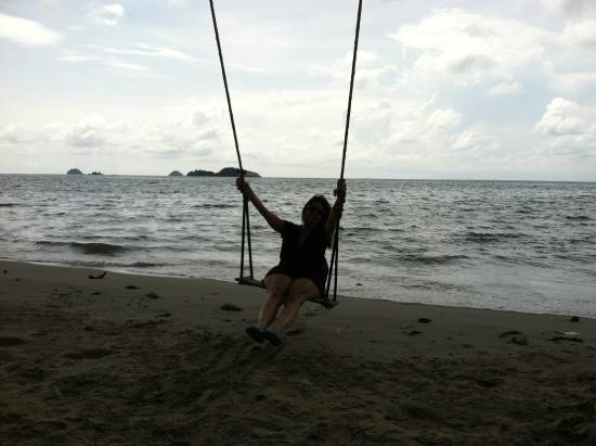 Santhiya Tree Koh Chang Resort: Swing on the beach