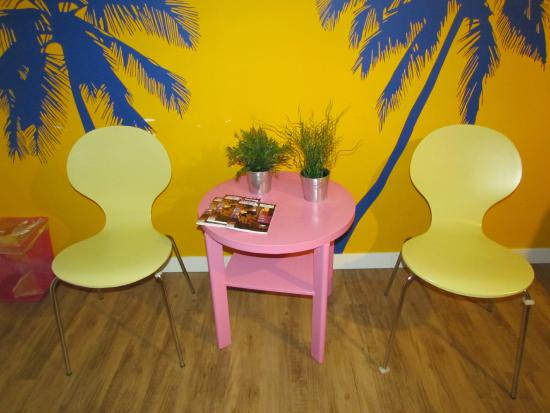 Hostelle: Chairs and table in the room, interesting choice of colour!