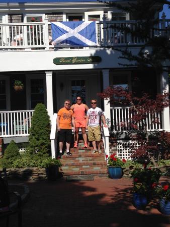 Secret Garden Inn: Michael put up our flag !