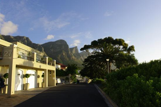 3 On Camps Bay Boutique Hotel: Blick auf die 12 Apostel