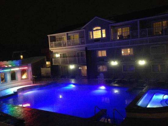 Cape Codder Resort & Spa: Great view of heated outdoor rainbow pool