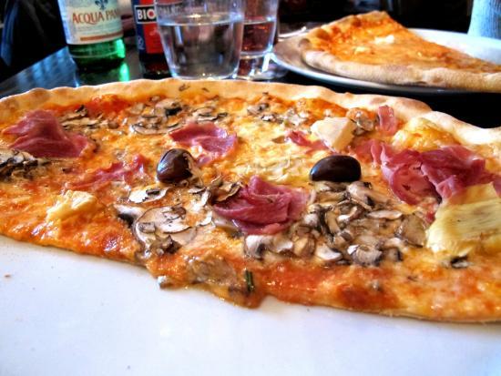 L'Osteria: Half a big pizza