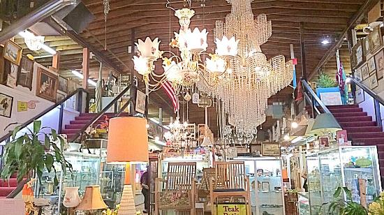 ‪Mount Vernon Antique Center‬