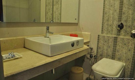 Hotel Diamond Plaza : Bathroom