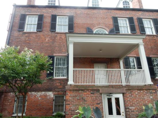 Davenport House Museum: View of home from courtyard