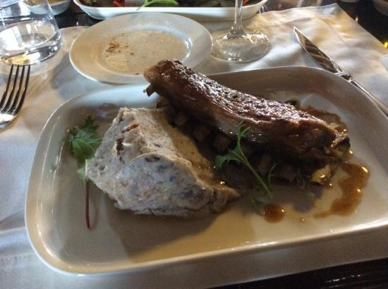 The Singular Patagonia Restaurant : costillar de cordero con puré de papas chilotas